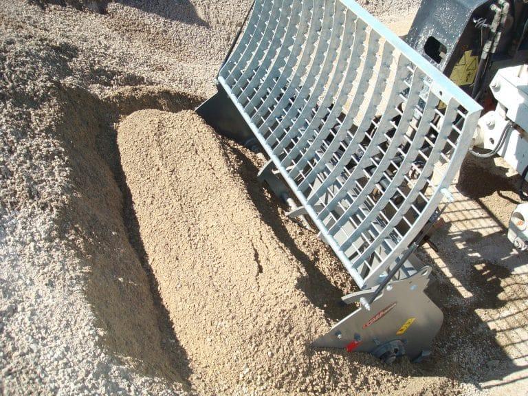 Łyżka mieszająca do betonu ze wzmocnionymi łańcuchami